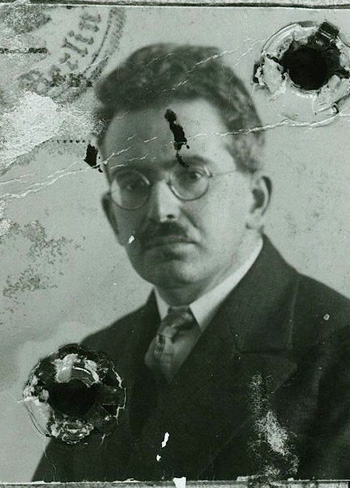 slide12-WALTER-BENJAMIN-19281_passport